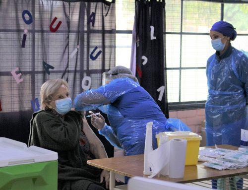 Con tres centros simultáneos de atención, Limache dio inicio al proceso de vacunación.